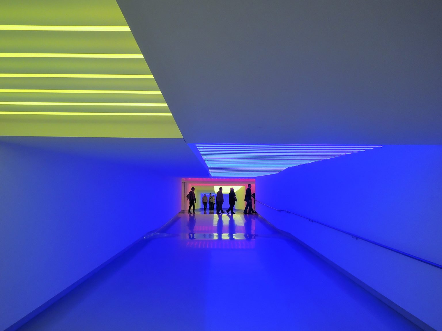 Munich Re Tunnel Light and People